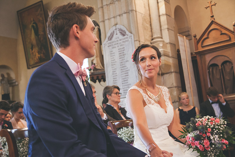 échange de complicité entre les mariés