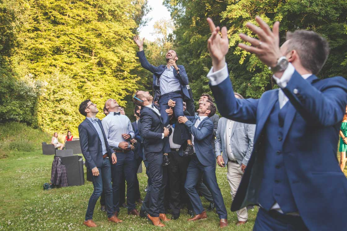 lancé de bouquet du marié