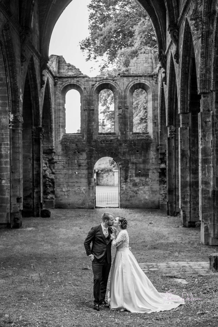 photo de couple ruine abbaye de trois fontaines