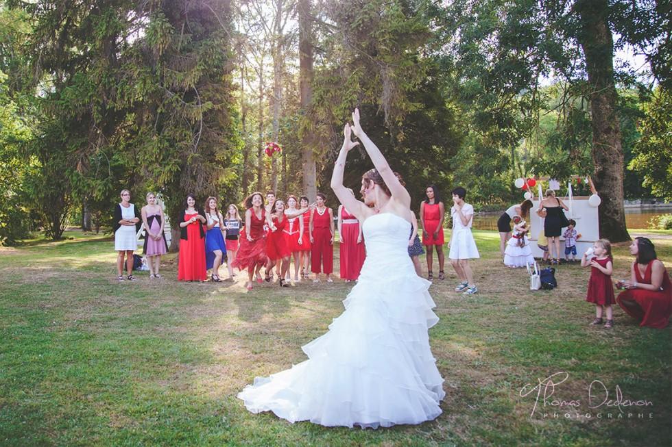 Le lancé du bouquet de la mariée