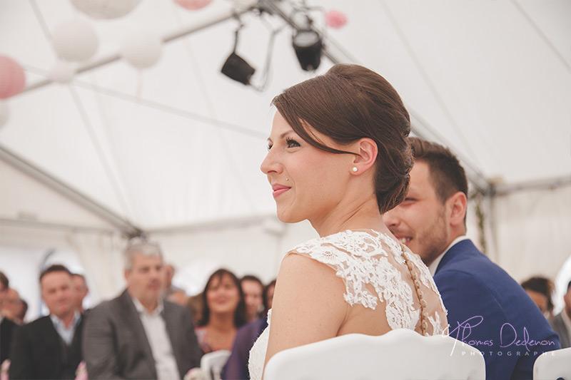 une mariee lors de la ceremonie laique
