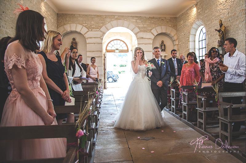 la mariée rentre dans l'église
