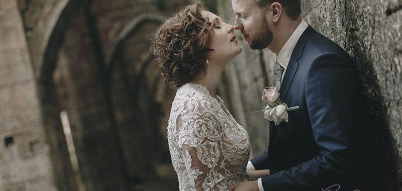 Un mariage romantique à l'abbaye de Trois-Fontaines
