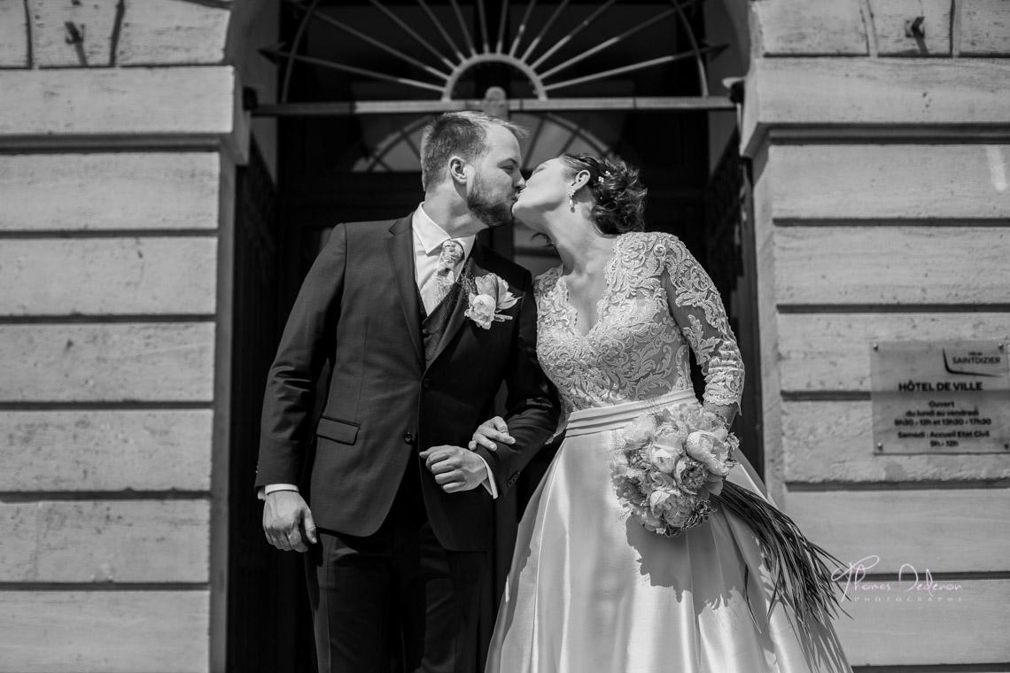 baiser à la sortie de la mairie de st dizier