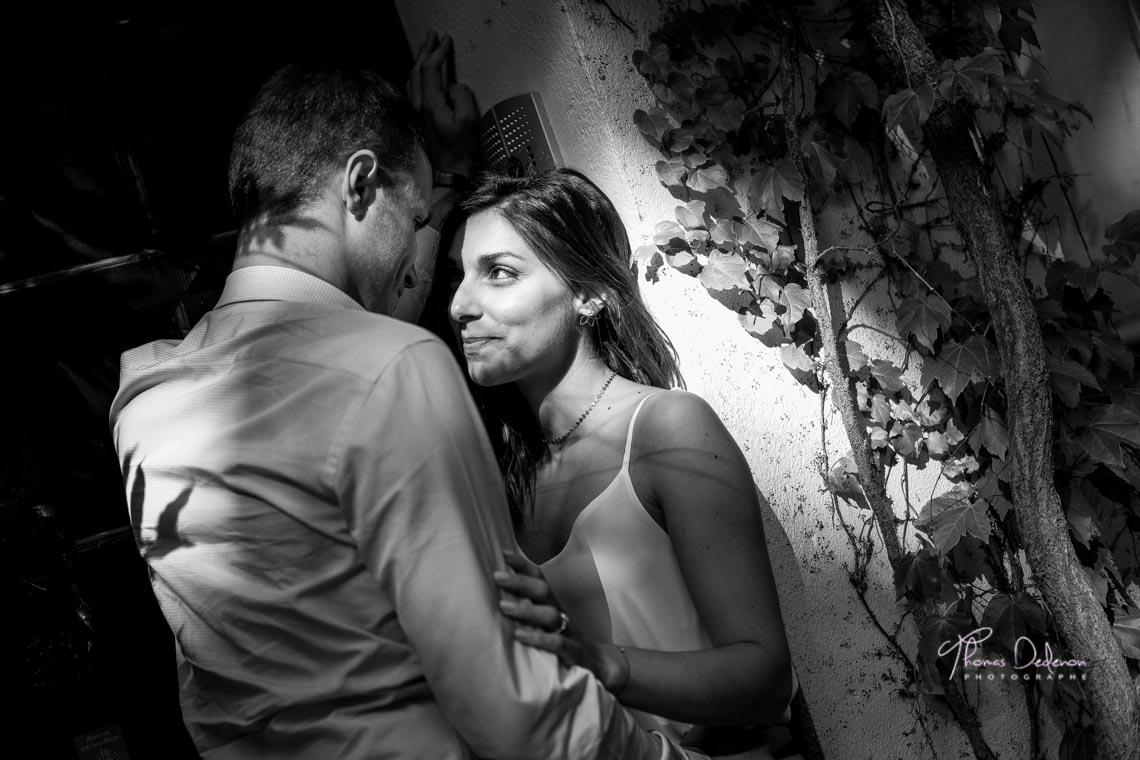 Photo noir et blanc séance engagement montmartre