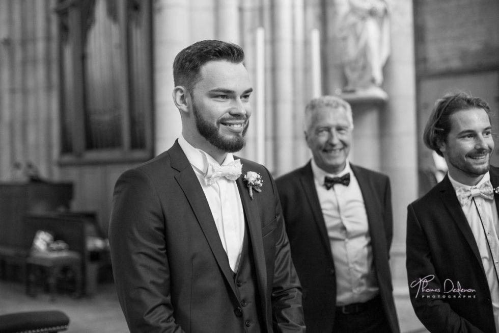 le marié lors de la cérémonie religieuse