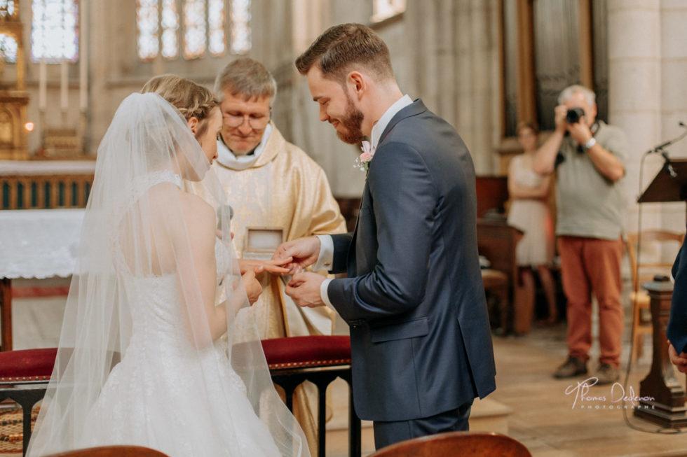 les mariés échangent les alliances à st urbain