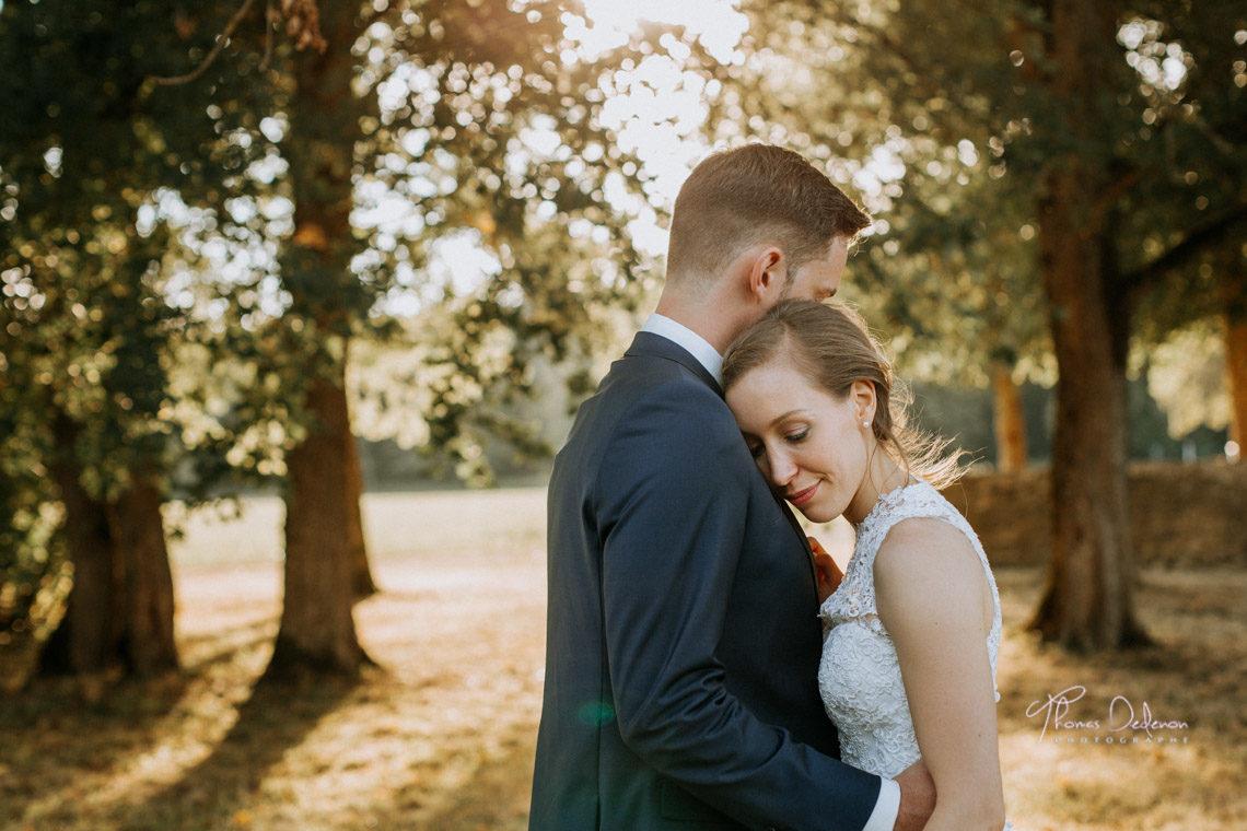 séance photo de couple de mariage au chateau de vaux