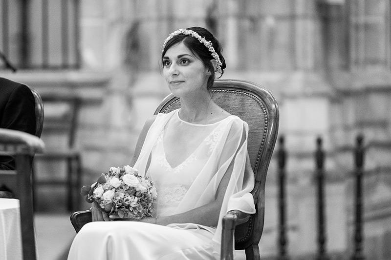 une jolie mariée dans la cathédrale d'orleans