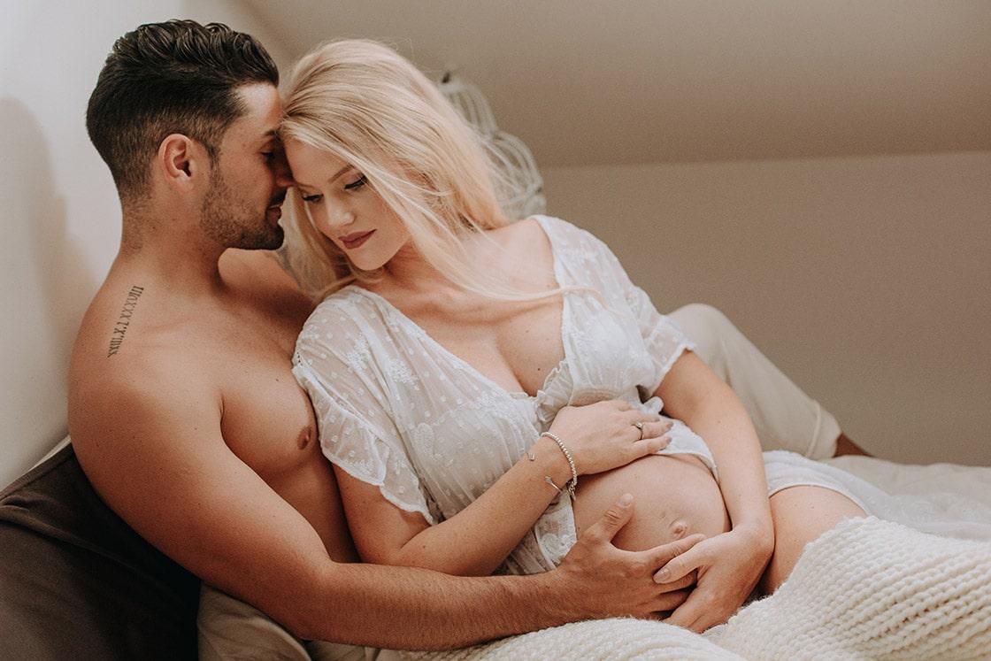 Photo de grossesse intimiste à Troyes